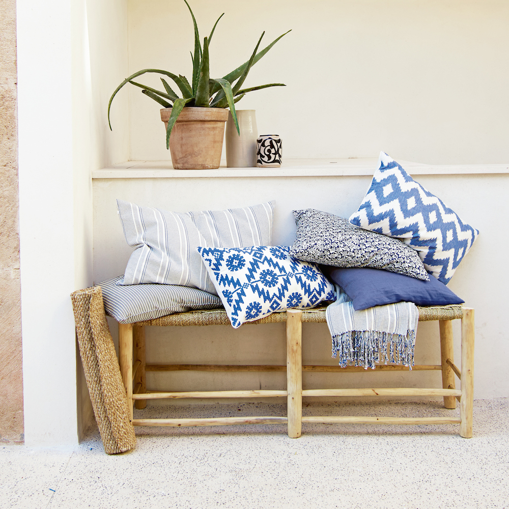 Piling up cushions and patterns will create a comfortable entrance